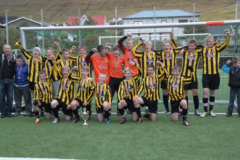 Gullhátíðarløta fyri FM vinnarunum Dreingir U-14 og U-16