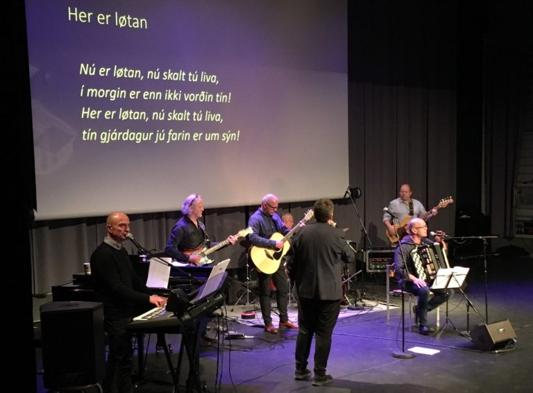Syngið við í Løkshøll hóskvøldið kl 21.00